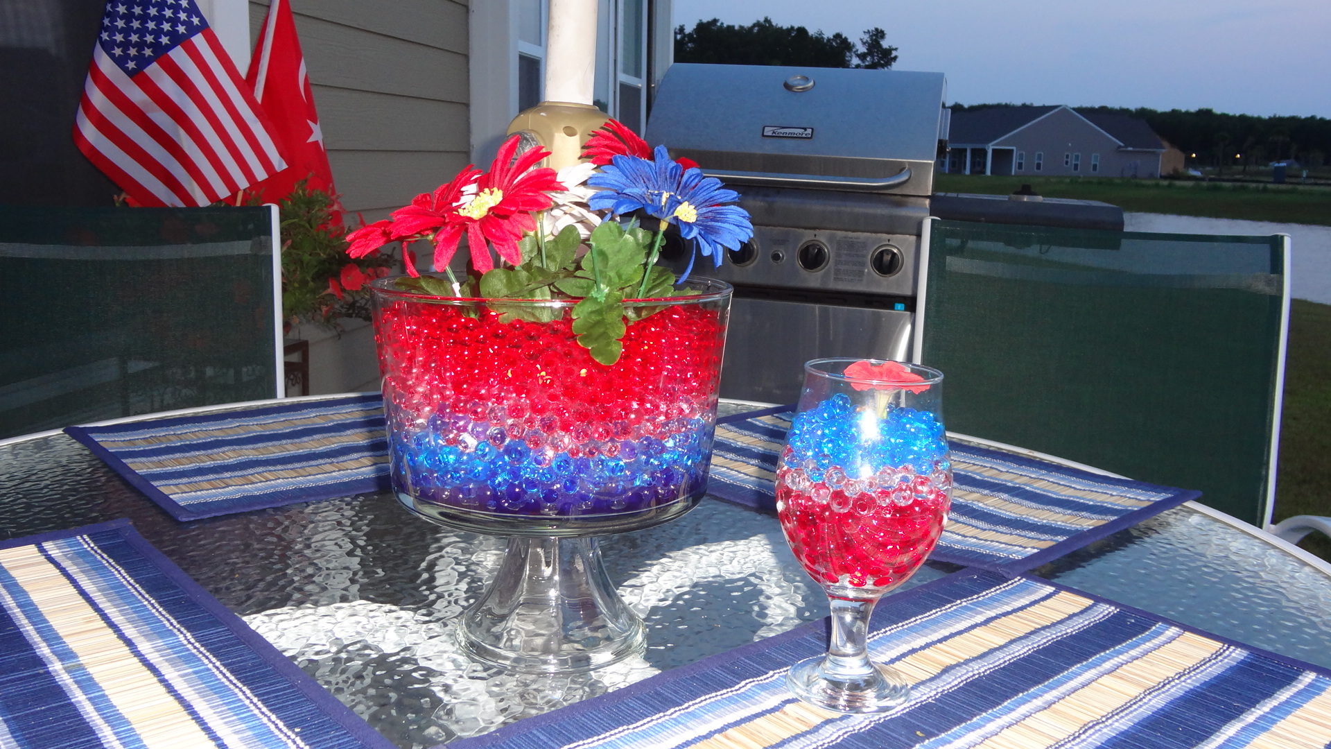 Fourth of july centerpieces water beads design