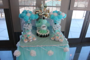 Cupcake holders teal for baby shower